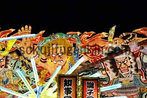 青森で恒例のねぶた祭りは活気があって迫力満点です!