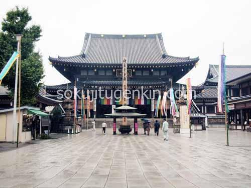 川崎大師は地元の憩いの場として知られております