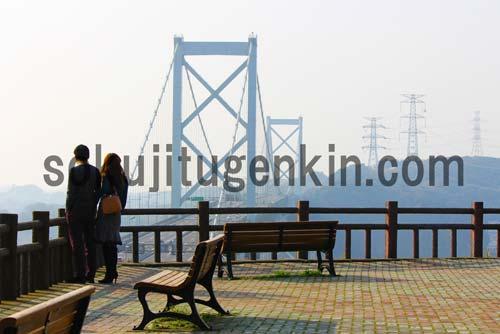 別れを惜しむカップルたちが集う北九州にある関門海峡