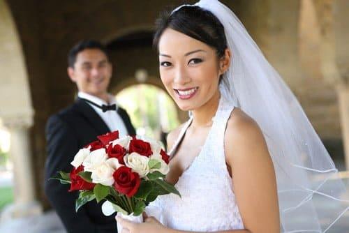 結婚式の服装マナーや資金面を確認しておけばドレス選びも簡単になる