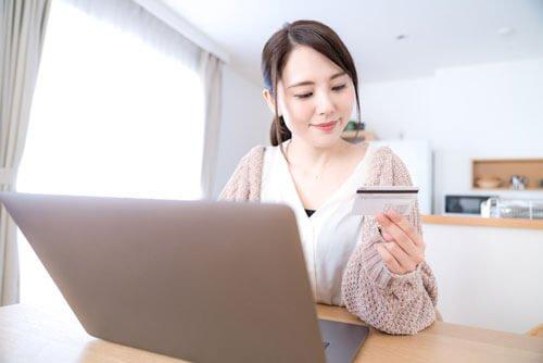 クレジットカード現金化の優良店・換金率を比較して人気のオススメ業者を選んでみよう